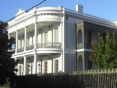 Doubloon Tours Uptown and Garden District Tours